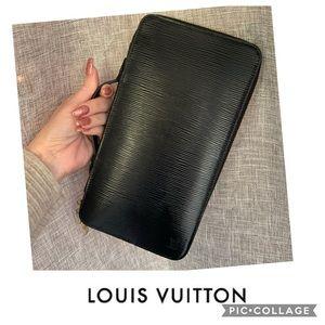 SALE 🎉 Louis Vuitton Zippy Organizer
